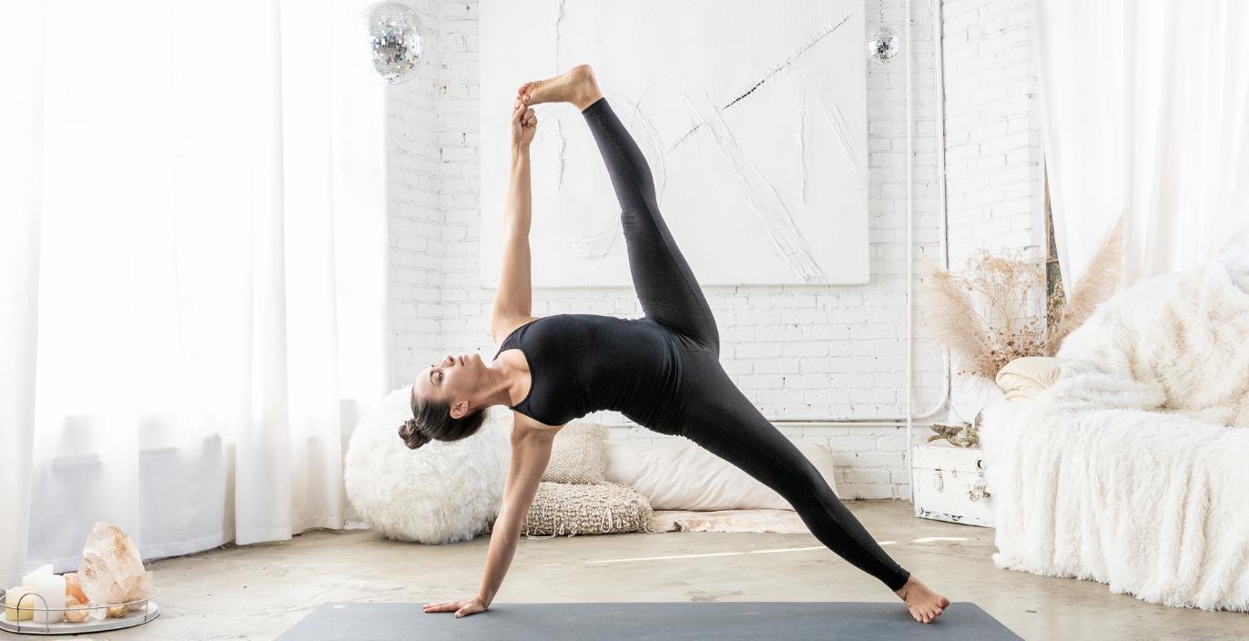 Priscila praticando Yoga